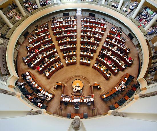 finlandiya-parlamentosu-ulkerelere-gore-secim-barajlari
