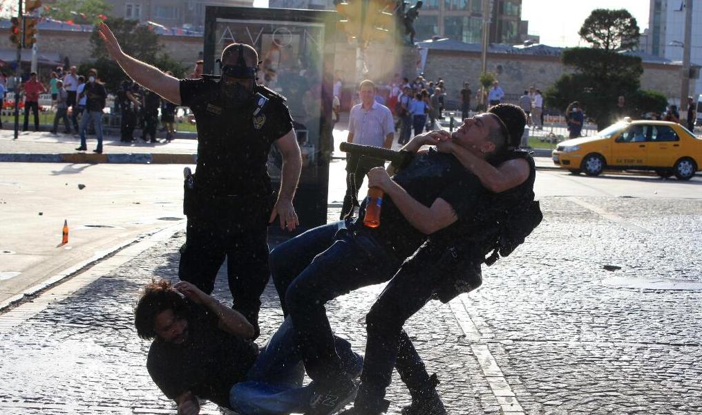 istiklal-polis-saldirisi-gezi-parki