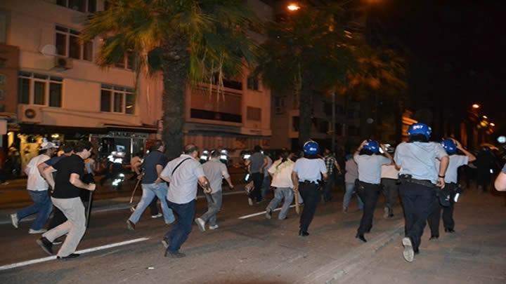 izmir-eli-sopali-sivil-polisler