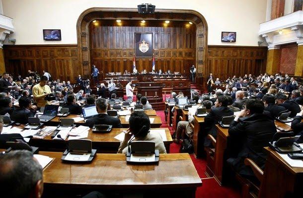 sırbistan-parlamentosu-