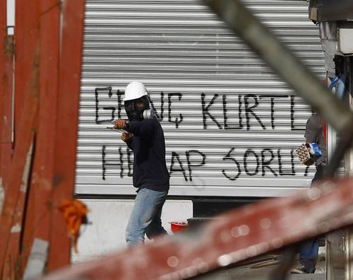 sivil-polis-benzer-baret-gaz-maskesi