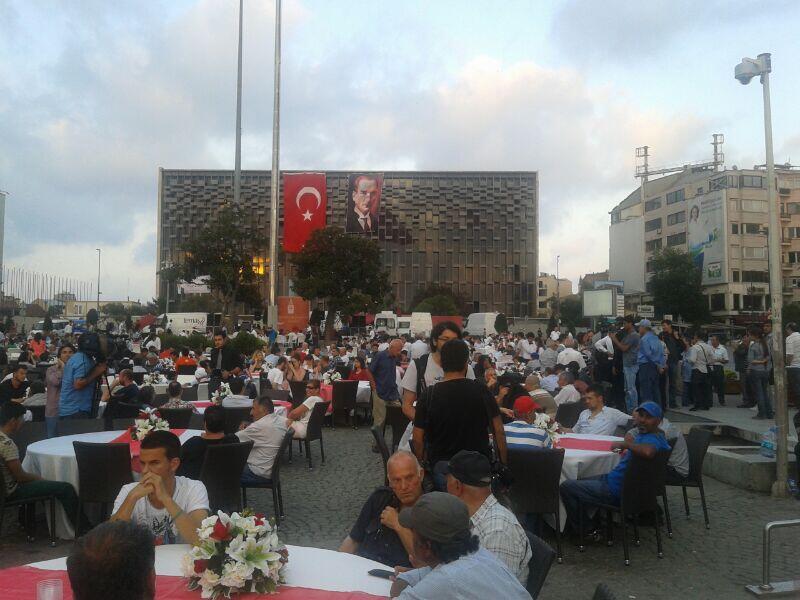 akm-taksim-meydan-iftar