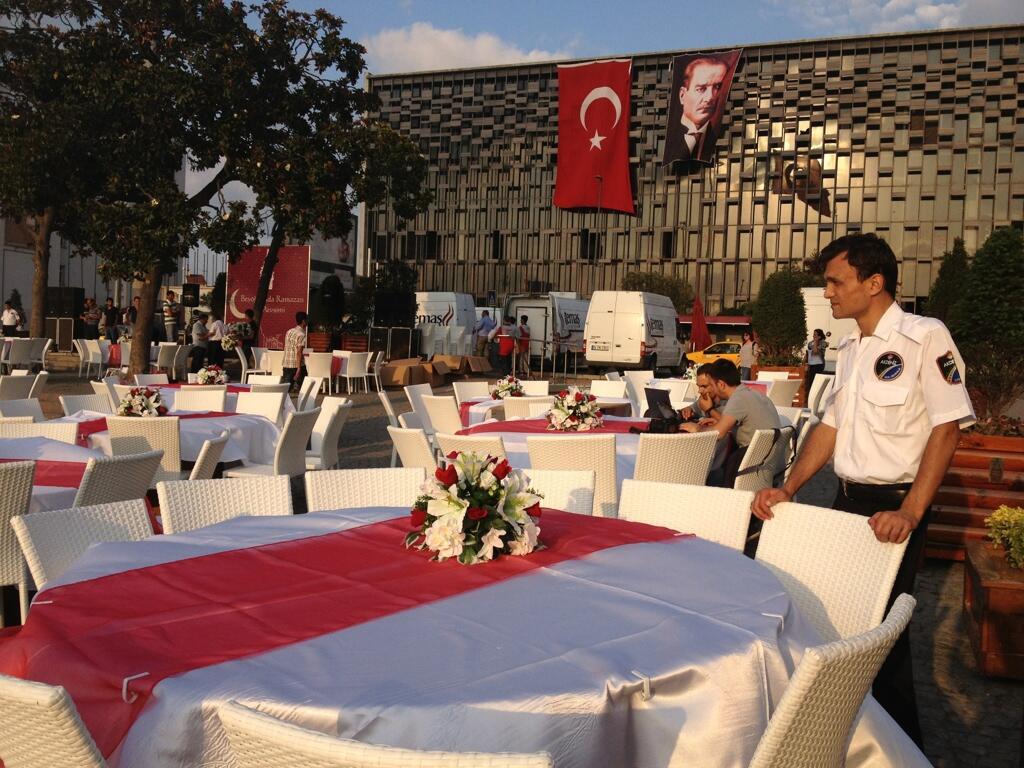 belediye-iftar-akm-taksim-meydan