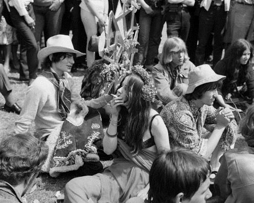 cicek-cocuklar-sigara-hippi