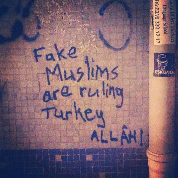 fake-muslims-duvar-yazisi