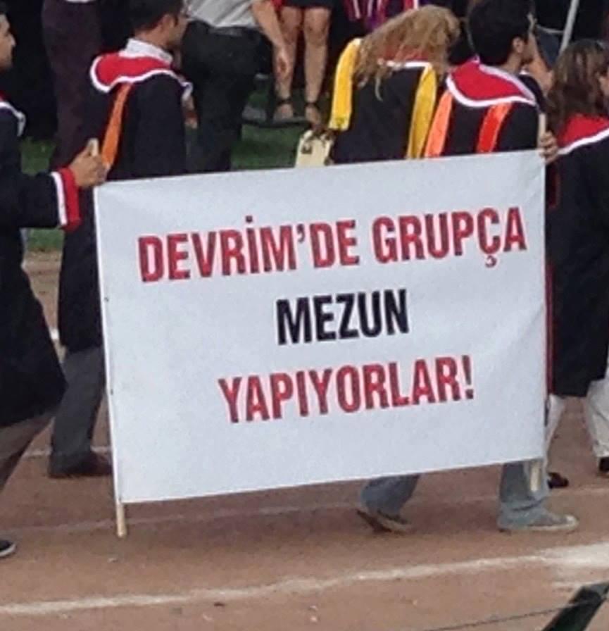 grupca-mezun-yapiyorlar-gezi-odtu-pankart