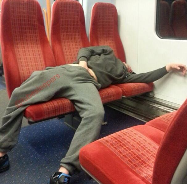 metroda uyuyanlar (1)