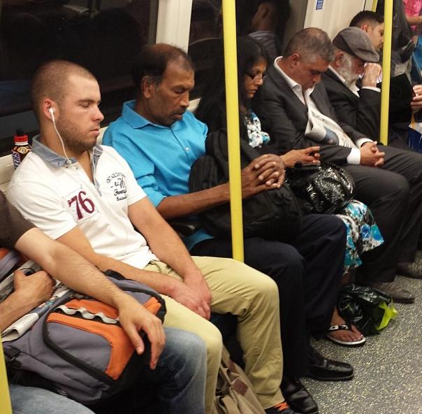 metroda uyuyanlar (10)