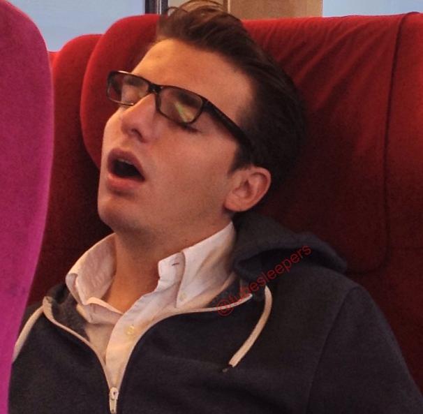 metroda uyuyanlar (22)