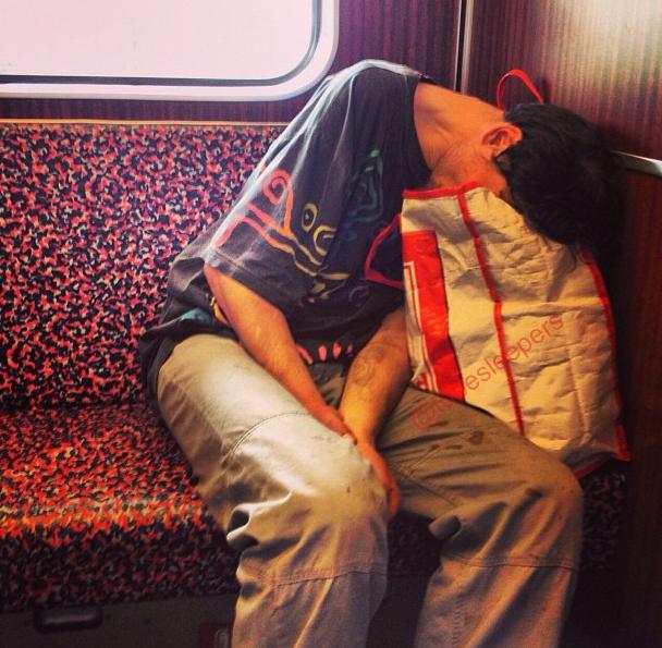 metroda uyuyanlar (24)