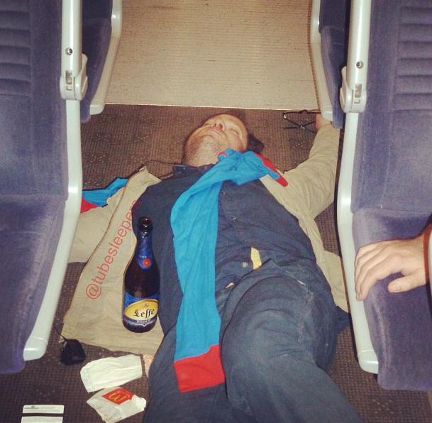 metroda uyuyanlar (4)