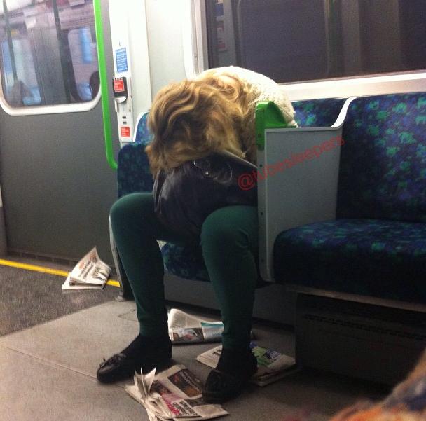 metroda uyuyanlar (9)