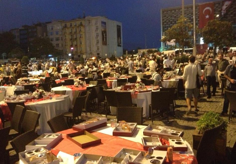 meydan-bos-masalar-iftar-ramazan