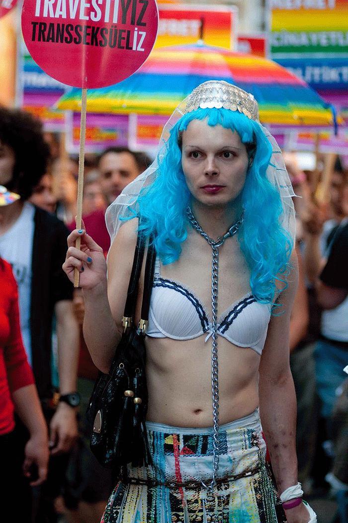onur-yuruyusu-2013-taksim-travestiyiz-trans