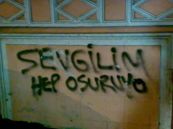 sevgilim-hep-osuruyo-duvar-yazisi