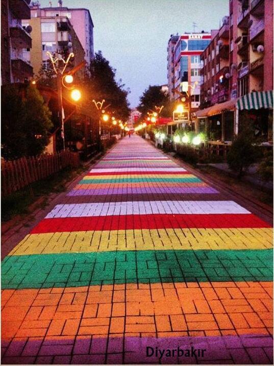 diyarbakir-sanat-sokagi-renkli-yol