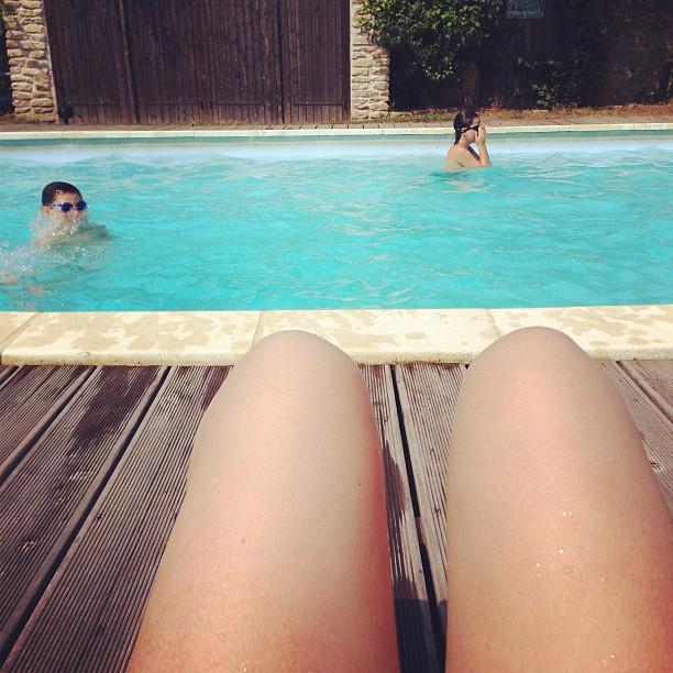 sosis-bacak-cocuk-havuzunda-yerim-seni-sosis