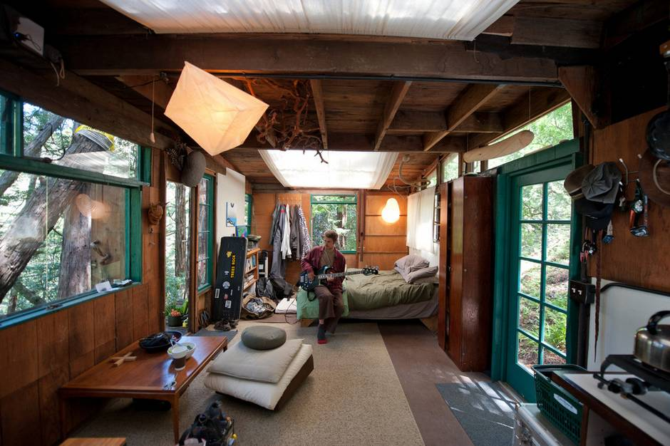 ağaçlı ev