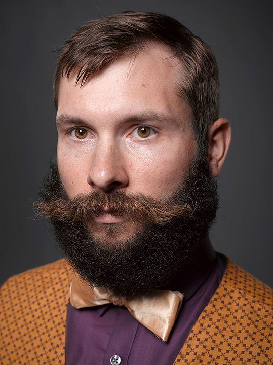 farkli-renk-biyik-sakal
