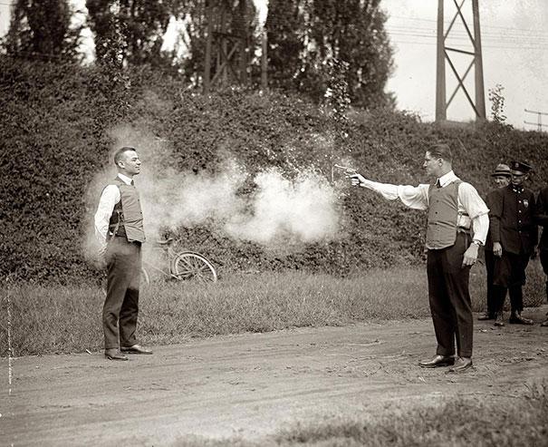 1923-kursun-gecirmez-yelek-testi