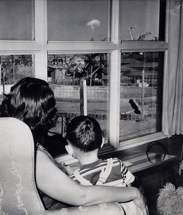 atom-bombasi-denemesini-izleyen-anne-ogul-1963-las-vegas