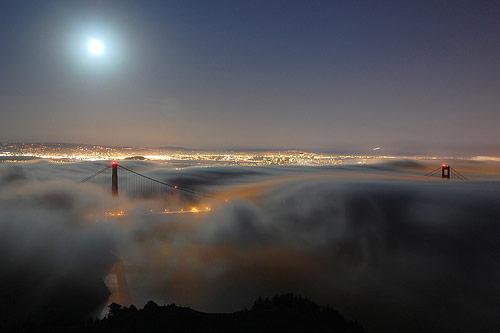 bulutlar-icinde-kalmis-kopru-gece-fotografi