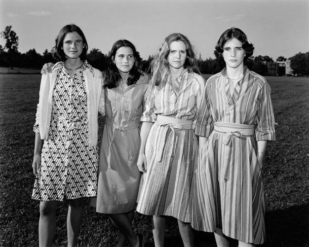her-sene-fotograf-cektiren-kiz-kardesler-1976