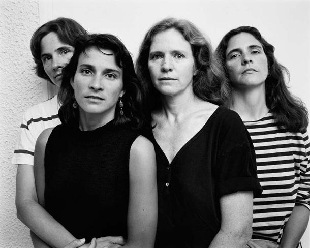 her-sene-fotograf-cektiren-kiz-kardesler-1989