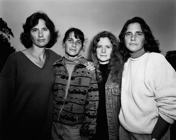 her-sene-fotograf-cektiren-kiz-kardesler-1993