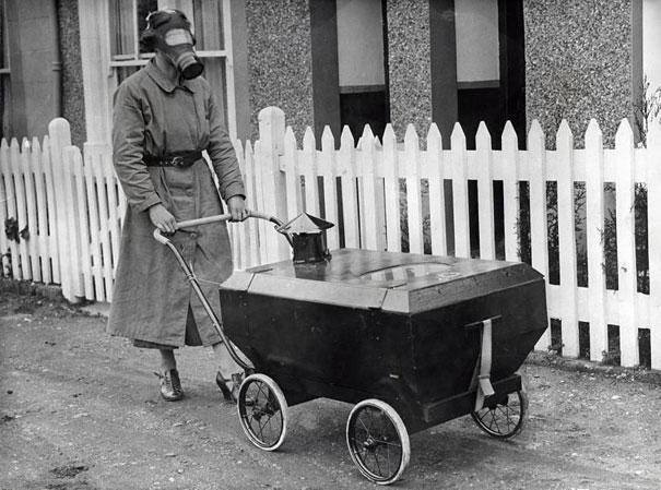 ingiltere-gaz-maskeli-kadin-1938
