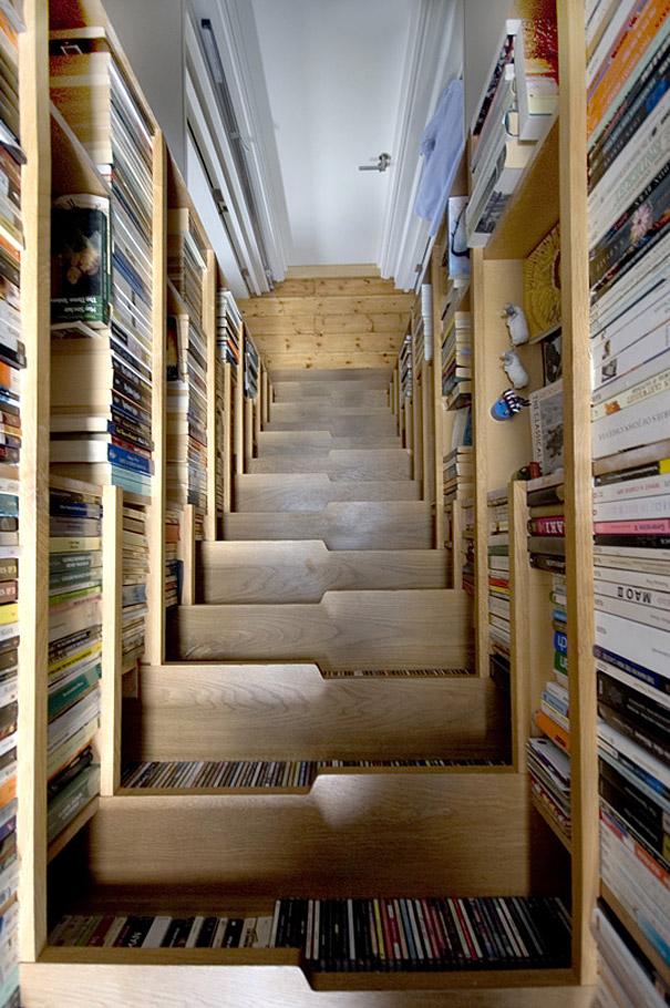 kitaplıklı merdiven
