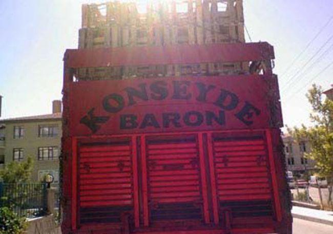 konseyde-baron-kamyon-arkasi-yazilari