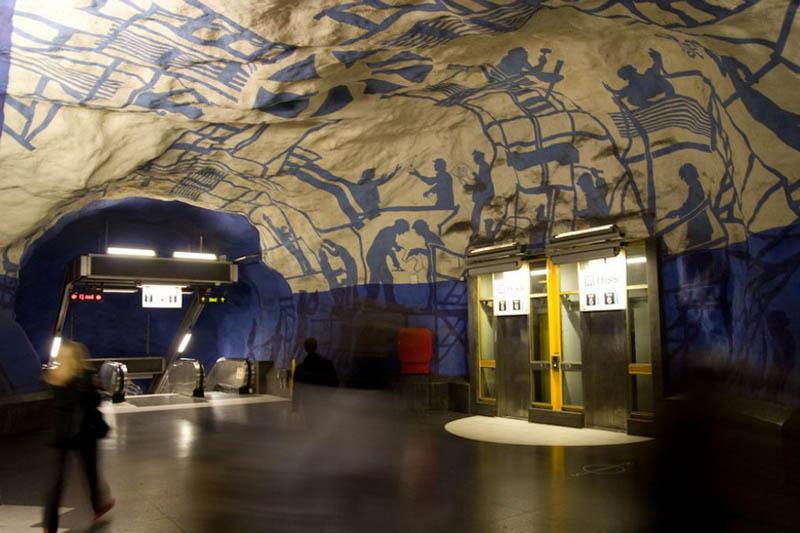 mağara içinde metro