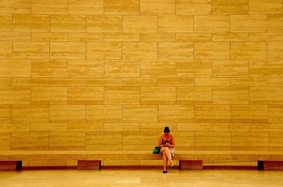 oturan-kadin-fotografi-minimalist