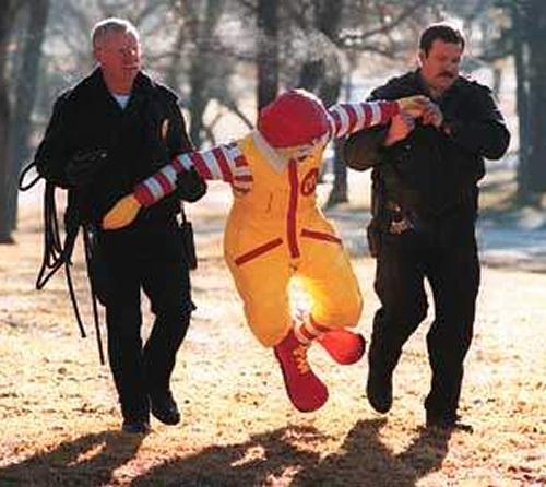 ronald-mcdonald-polisler-tarafindan-tutuklandi