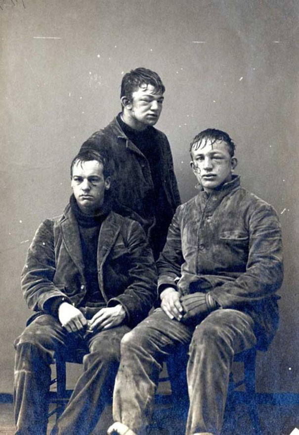 universite-ogrencileri-kar-topu-savasi-sonrasi-1893