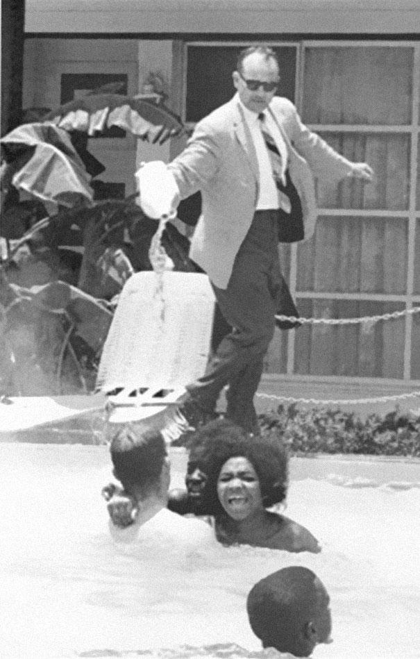 zencilerin-havuzuna-asit-doken-hotel-sahibi-1964