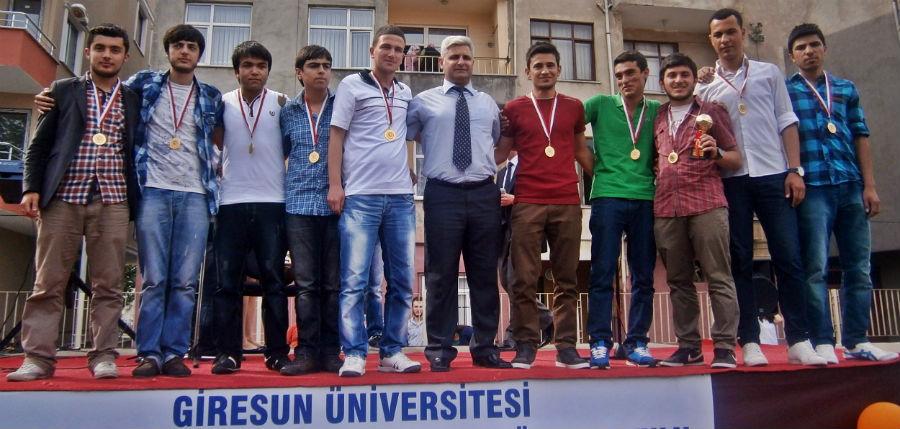 giresun-universitesi-futbol-takimi-sampiyonu-2013