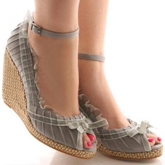 gri-topuklu-ayakkabi