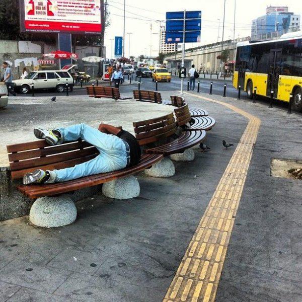mecidiyekoy-istanbul-uyuyan-adam