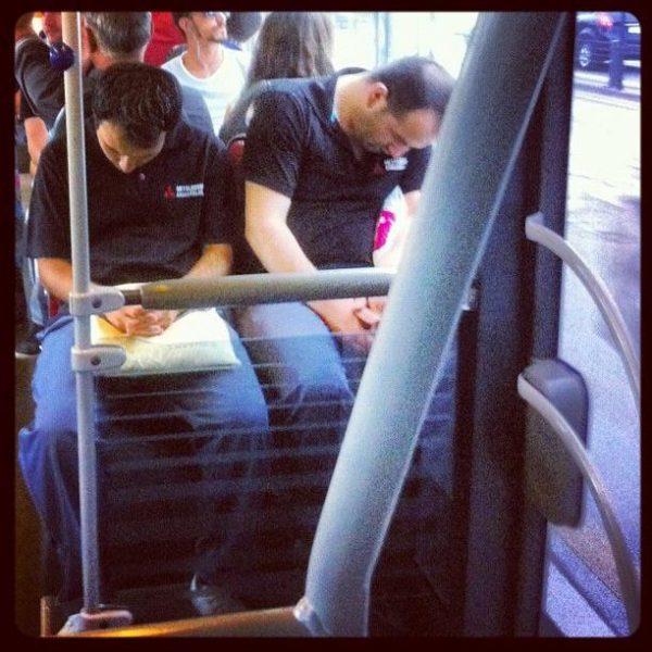 metrobus-uyuyan-iki-kisi