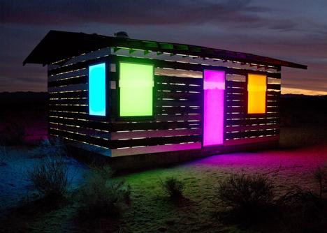 renkli camli ev