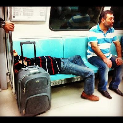 taksim-metrosu-uyuyanlar