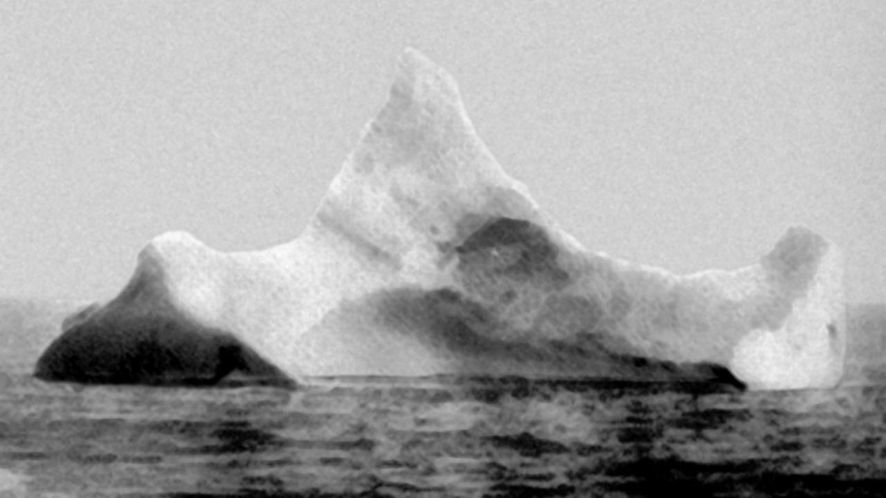 titanic-gemisini-batiran-buz-dagi