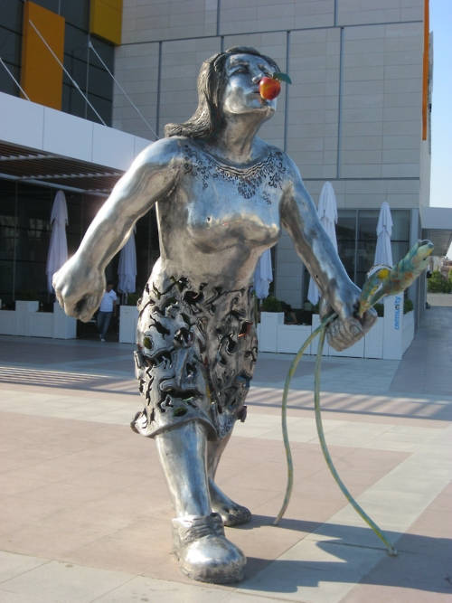 antalya-ne-oldugu-belli-olmayan-heykel