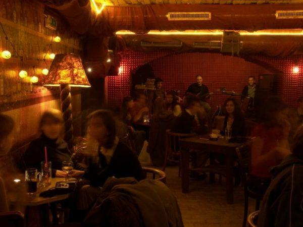 budapeste-lampas-bar