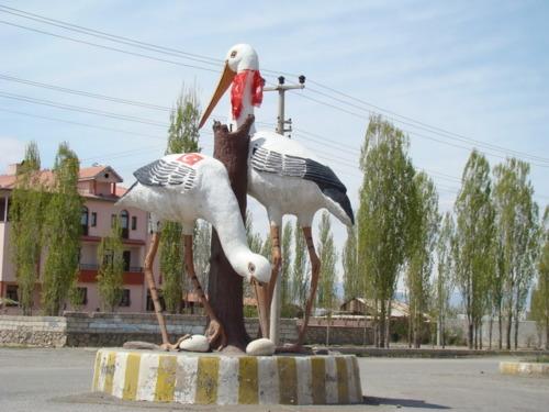 igdir-milliyetci-leylek-heykeli