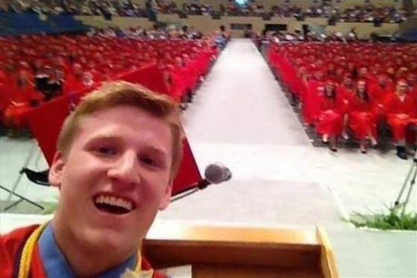 mezun-eleman-selfie