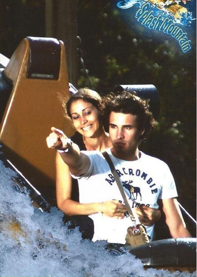 roller-coasterda-bile-bayraga-seslenen-fotojenik-sair