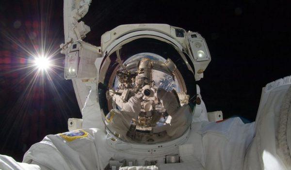uzay-selfie